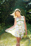 Muchacha maravillosa en la ropa del verano Fotos de archivo