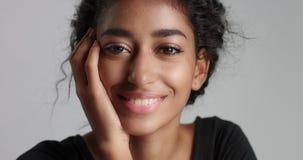 Muchacha marroquí hermosa con vídeo perfecto de la piel almacen de video