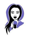 Muchacha media con una bola de cristal en la capa violeta Imagen de archivo libre de regalías