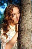 Muchacha melancólica joven con el pelo rizado Fotos de archivo libres de regalías