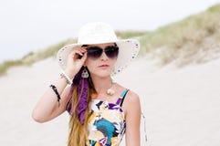 Muchacha modelo en la playa fotografía de archivo libre de regalías