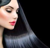 Muchacha modelo hermosa con el pelo recto largo Foto de archivo libre de regalías
