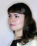 Muchacha morena en el perfil que mira adelante Fotos de archivo libres de regalías