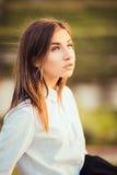 Muchacha morena joven hermosa Foto de archivo libre de regalías