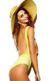 Muchacha morena linda de la mujer en traje de baño del amarillo del verano Imagenes de archivo