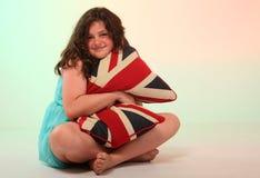 Muchacha morena que abraza la almohada Fotos de archivo libres de regalías