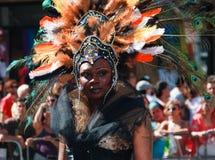 Muchacha-Muchacho completamente vestido en el desfile del arco iris de Toronto Foto de archivo
