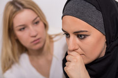 Muchacha musulmán aterrorizada imágenes de archivo libres de regalías