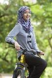 Muchacha musulmán en la bicicleta Imágenes de archivo libres de regalías