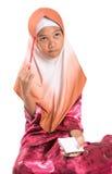 Muchacha musulmán joven con el lápiz y la libreta V Foto de archivo