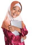 Muchacha musulmán joven con el ordenador portátil II Foto de archivo