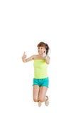 Muchacha o mujer feliz para su éxito puro en camiseta en blanco verde Imagenes de archivo