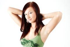 Muchacha ocasional con los brazos detrás de su cabeza Imagen de archivo libre de regalías