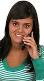 Muchacha ocasional en el teléfono Imagenes de archivo