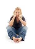 Muchacha ofendida que se sienta en el suelo Foto de archivo libre de regalías