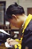 Muchacha oriental en la escritura Foto de archivo