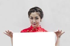 Muchacha oriental que le desea una Feliz Año Nuevo Fotos de archivo