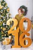 Muchacha para del Año Nuevo que espera 2016 Fotografía de archivo