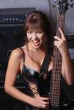 Muchacha pechugona con la guitarra Imágenes de archivo libres de regalías