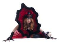 Muchacha pelirroja cuidadosa que presenta en traje del diablo Imagen de archivo libre de regalías