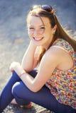 Muchacha pelirroja sonriente hermosa. Fotos de archivo libres de regalías