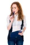 Muchacha pensativa joven con el cuaderno Foto de archivo