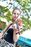 Muchacha polaca que toca el violín Imágenes de archivo libres de regalías