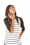 Muchacha polinesia joven atractiva que habla en la célula p Fotos de archivo libres de regalías