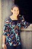 Muchacha por el granero Imagen de archivo libre de regalías