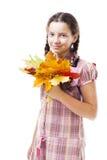 Muchacha positiva con las hojas de arce Foto de archivo libre de regalías