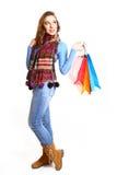 Muchacha preciosa con los bolsos de compras aislados en el fondo blanco Fotografía de archivo libre de regalías