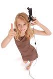 Muchacha preciosa que escucha una música con los auriculares Imagen de archivo