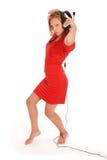 Muchacha preciosa que escucha una música con los auriculares Fotografía de archivo