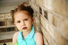 Muchacha preescolar con el lechón del tutú y del caramelo Imagen de archivo