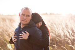 Muchacha que abraza a su novio Imagen de archivo