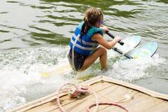 Muchacha que aprende esquiar Fotografía de archivo libre de regalías