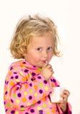 Muchacha que bebe a través de una paja Imágenes de archivo libres de regalías