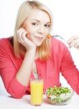 Muchacha que come el alimento sano Imagen de archivo libre de regalías