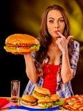 Muchacha que come el emparedado grande Foto de archivo