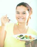 Muchacha que come la ensalada Imagen de archivo
