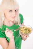 Muchacha que come la ensalada sana Imágenes de archivo libres de regalías