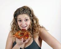 Muchacha que come la rebanada de la pizza Fotos de archivo libres de regalías