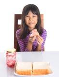 Muchacha que come la tostada II del pan Fotos de archivo libres de regalías