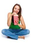 Muchacha que come las palomitas Imagen de archivo libre de regalías