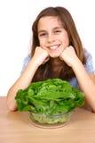 Muchacha que come una ensalada Foto de archivo libre de regalías