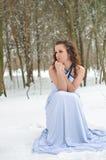 Muchacha que congela en el invierno Imagen de archivo
