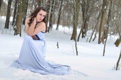 Muchacha que congela en el invierno Fotografía de archivo