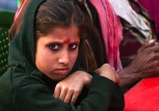 Muchacha que da una mirada severa en la cámara Fotos de archivo libres de regalías
