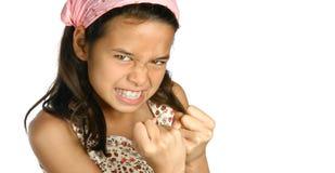 Muchacha que descubre los dientes en cólera Imagenes de archivo
