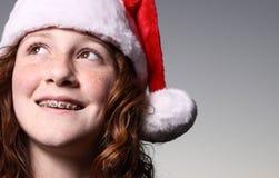 Muchacha que desgasta un sombrero de Santa Fotografía de archivo libre de regalías